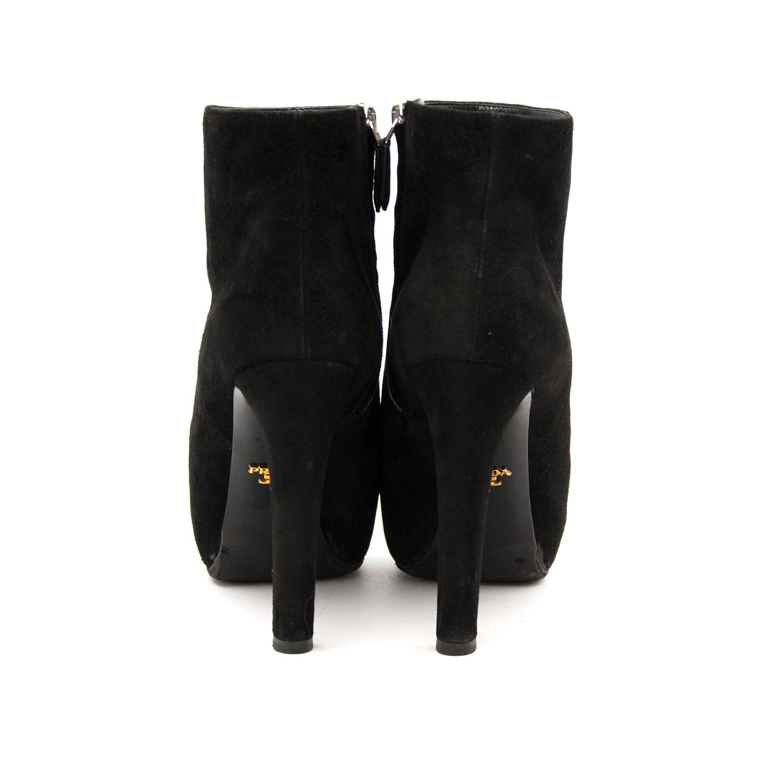 b1b1045ae564 We buy and sell your Prada Suede Platform Booties online Laarzen van de  grootste Italiaanse merken aan de beste prijs bij Labellov