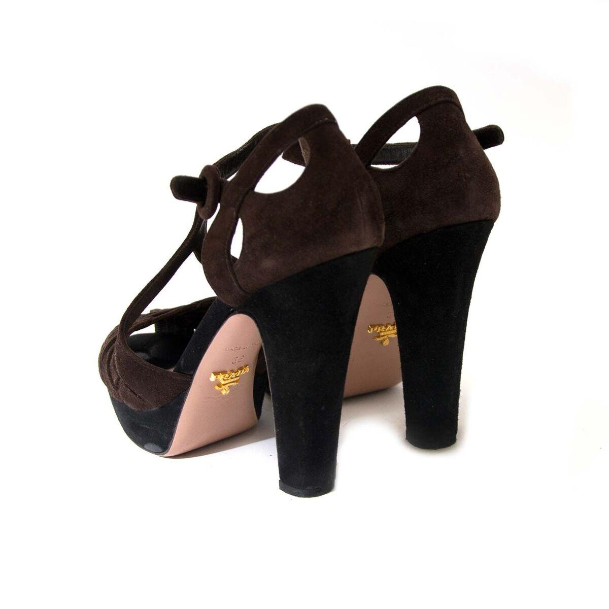 Koop authentieke tweedehands Prada hakken aan een eerlijke prijs bij LabelLOV. Veilig online shoppen.