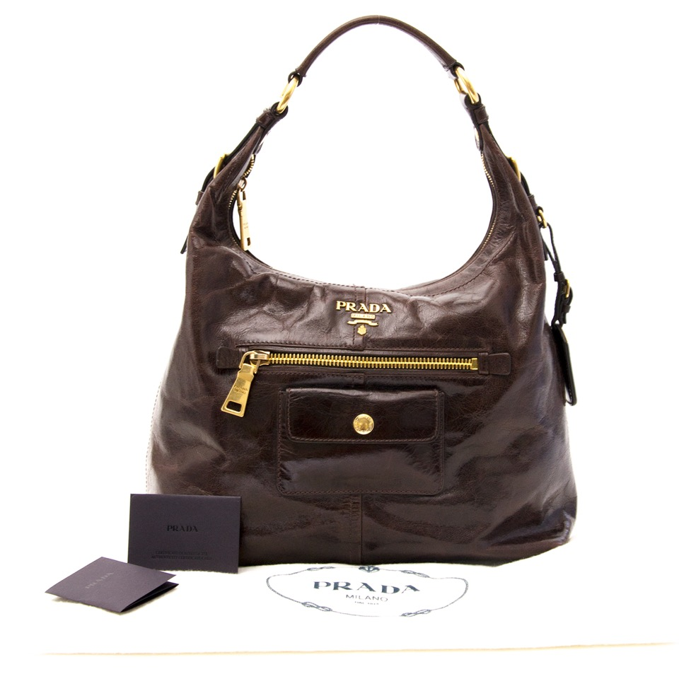 Acheter Prada Brown Leather Shoulder Bag en ligne au LabelLOV. De façon sécurisée. Vintage, mode. Anvers, Belgique.