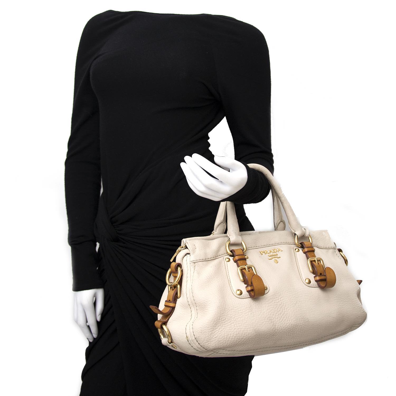 Vintage Prada satchel bag for the best price at Labellov webshop. Safe and secure online shopping with 100% authenticity. Vintage Prada satchel sac à main pour le meilleur prix.