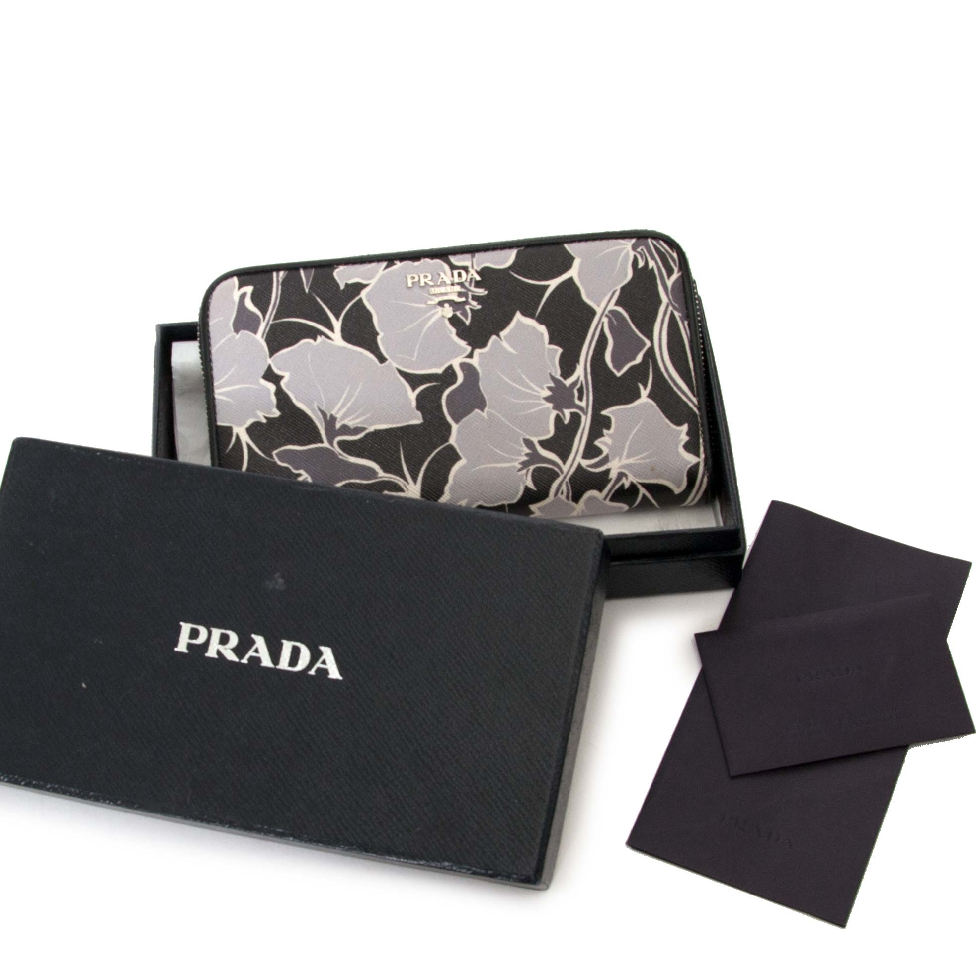 prada limited edition lampo saffiano print wallet now for sale at labellov vintage fashion webshop belgium