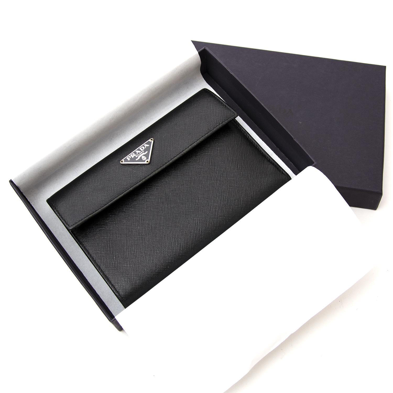 Wij kopen en verkopen aan de beste prijs bij Labellov Prada Black Leather Wallet