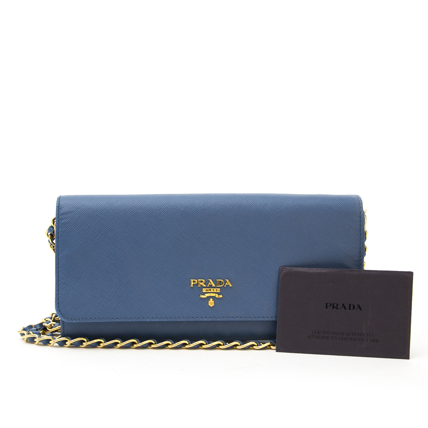 Vintage Prada blue wallet for the best price at Labellov webshop. Safe and secure online shopping with 100% authenticity. Vintage Prada bleu portefeuille pour le meilleur prix.