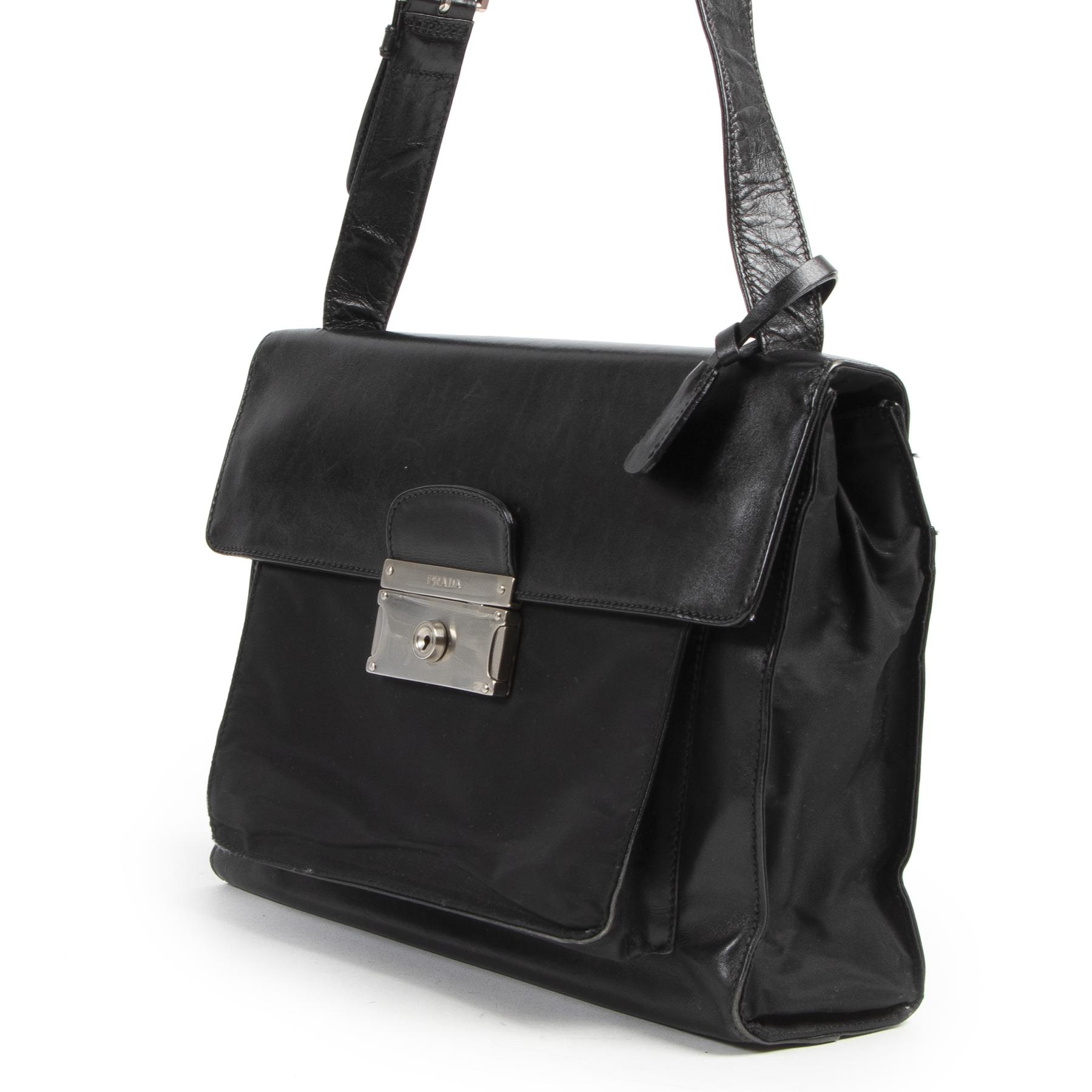 Authentieke Tweedehands Prada Black Leather and Nylon Shoulder Bag juiste prijs veilig online shoppen luxe merken webshop winkelen Antwerpen België mode fashion