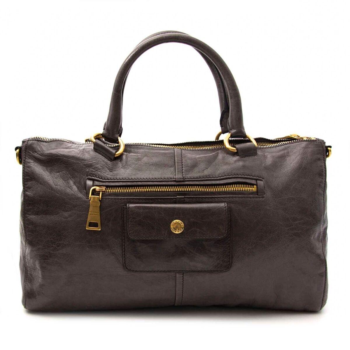 Koop authentieke tweedehands Prada tassen aan een eerlijke prijs bij LabelLOV. Veilig online shoppen.