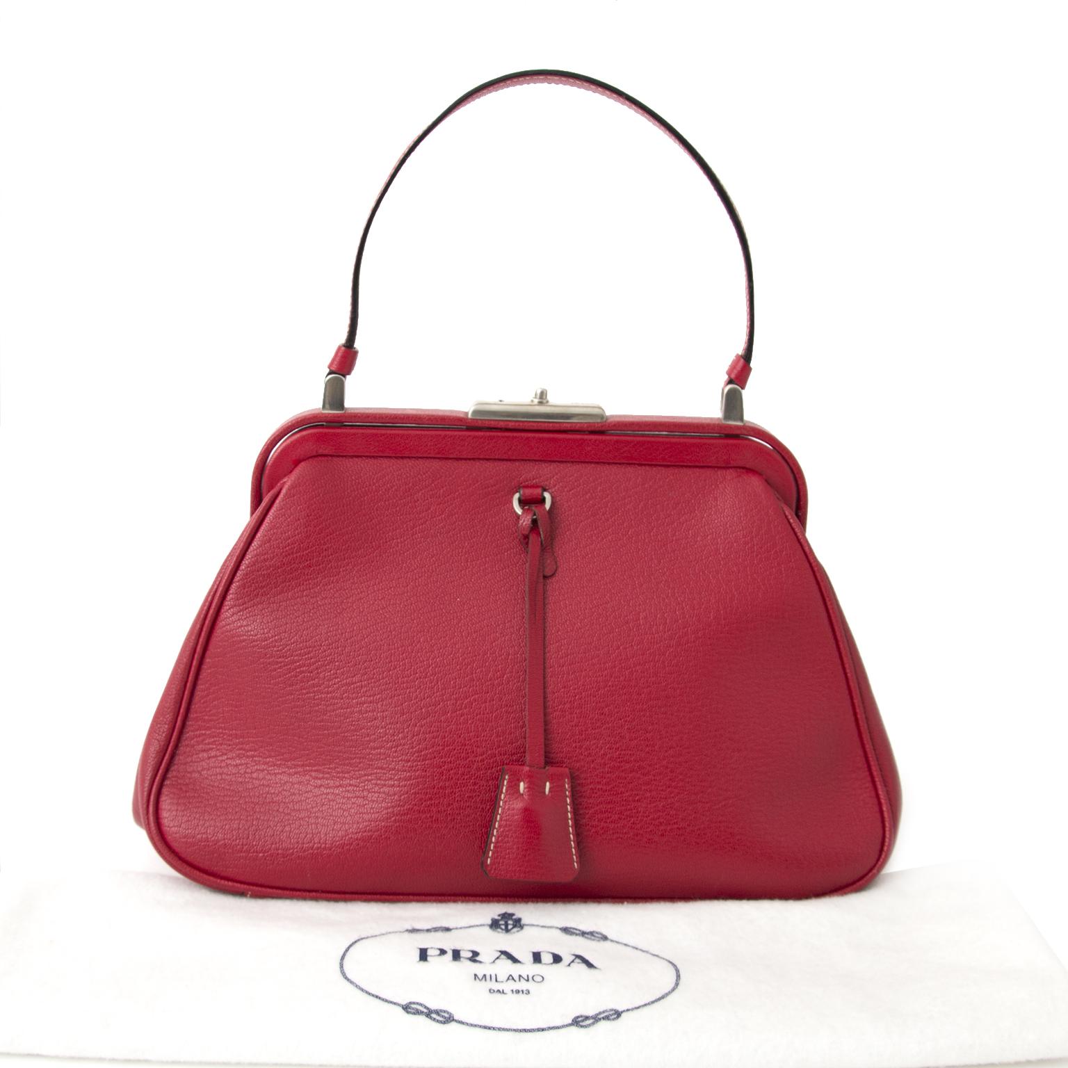 6526bb32b5 acheter en ligne pour le meilleur prix sac a main Prada Red Doctors Bag  pour le shop safe online at the best price Prada Red Doctors Bag online  webshop ...