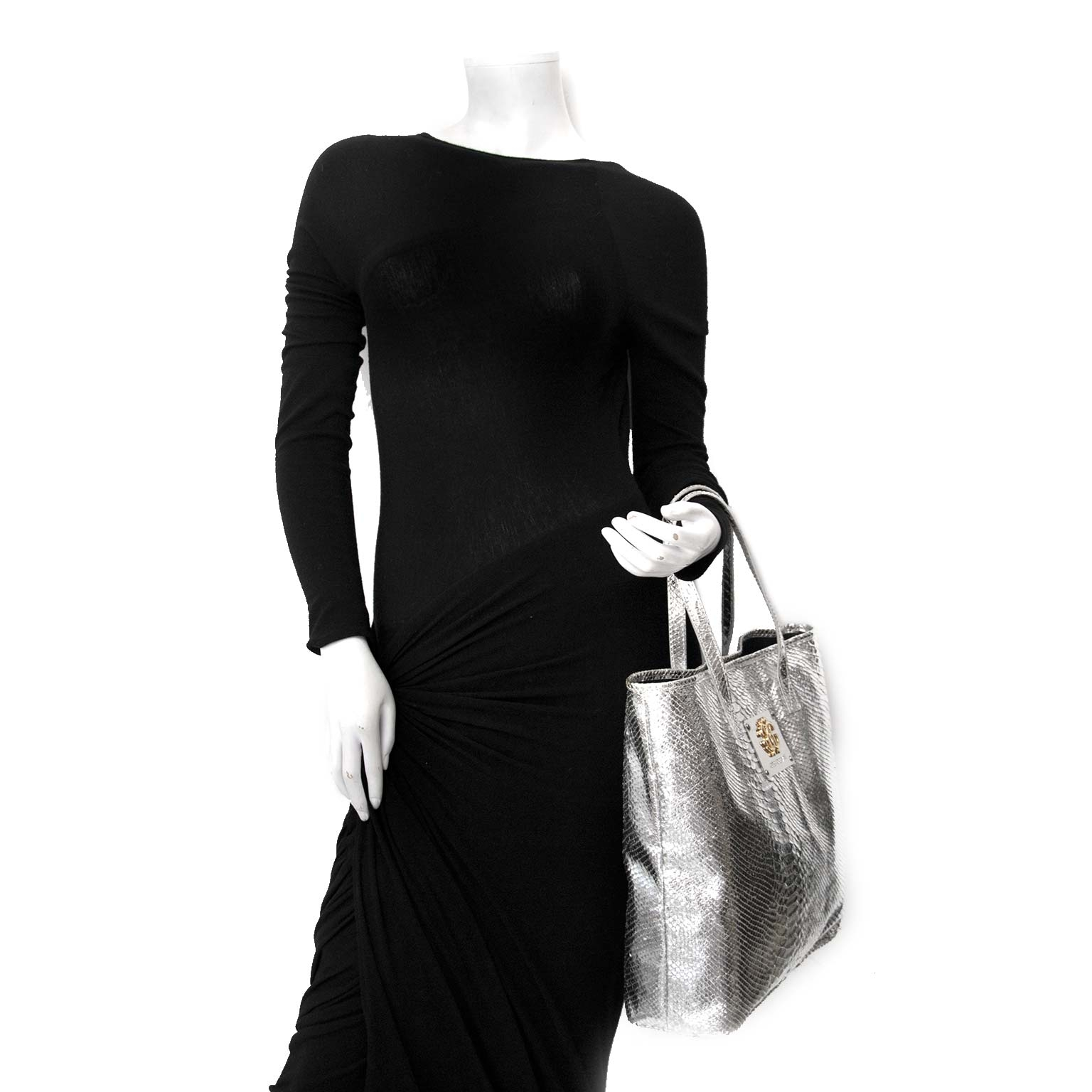Roberto Cavalli Silver Python Bag Buy authentic designer Roberto Cavalli secondhand bags at Labellov at the best price. Safe and secure shopping. Koop tweedehands authentieke Roberto Cavalli tassen bij designer webwinkel labellov.