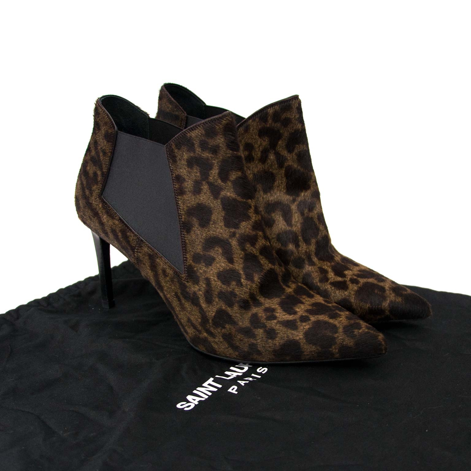Saint Laurent Paris Leopard Print Pony Hair Ankle Booties Buy authentic designer Saint Laurent secondhand shoes boots at Labellov at the best price. Safe and secure shopping. Koop tweedehands authentieke YSL schoenen bij designer webwinkel labellov