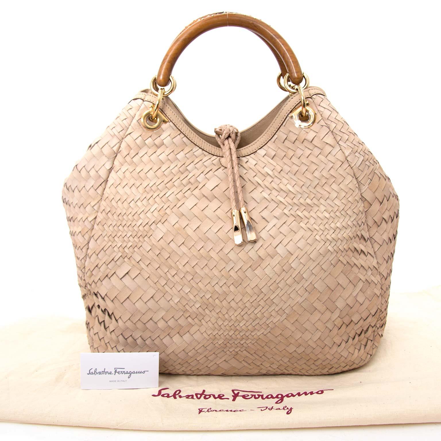 Salvatore Ferragamo Ceyla Braided Beige Leather Bag acheter en ligne pour le meilleur prix