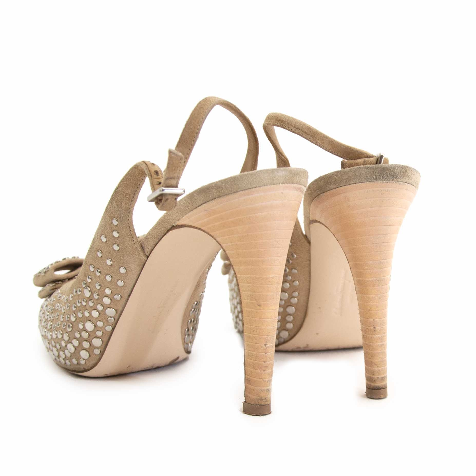 Achète seconde main Ferragamo Studded Heels Bow en ligne webshop LabelLOV