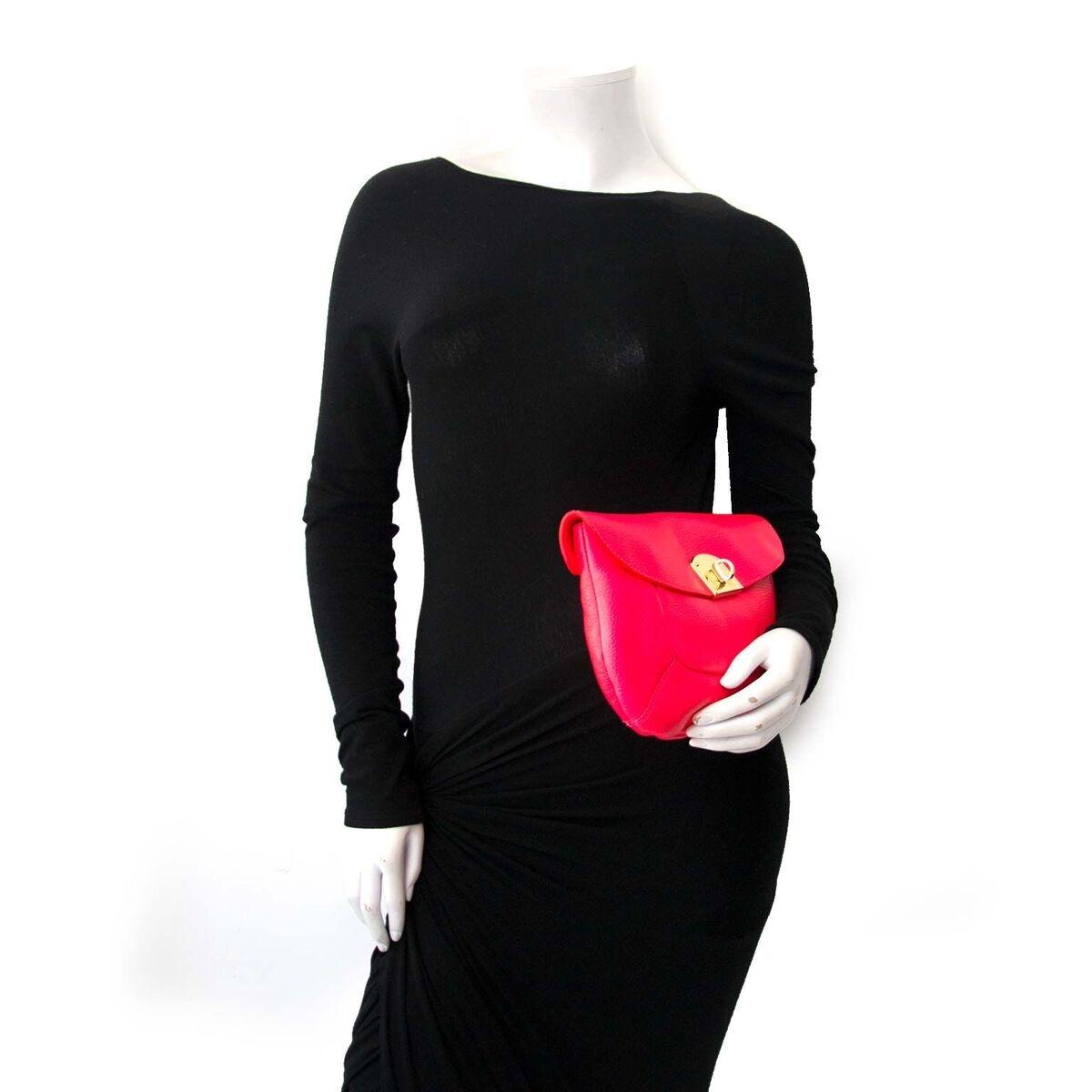 Koop authentieke tweedehands Sergio Rossi clutches aan een eerlijke prijs bij LabelLOV. Veilig online shoppen.