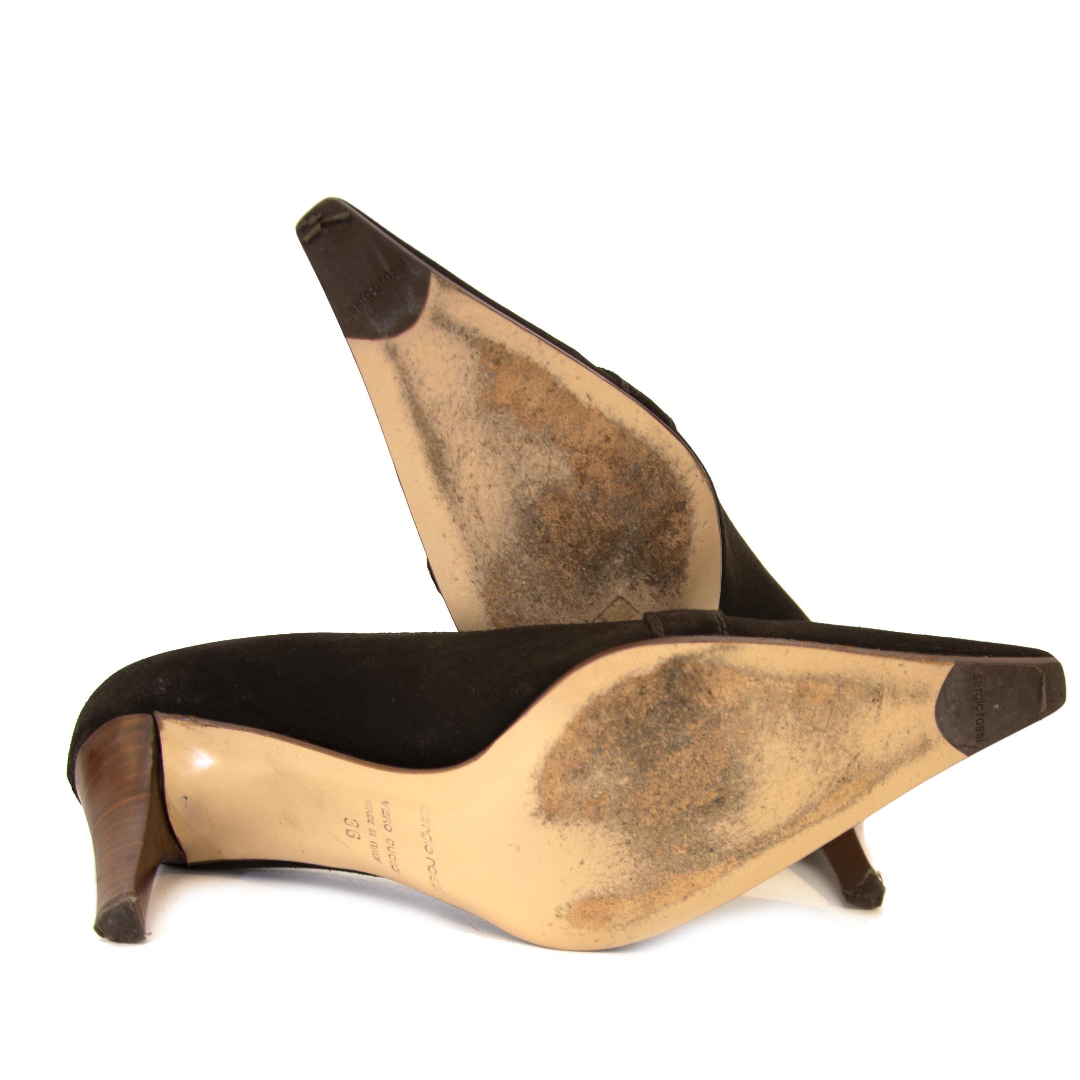 Koop authentiek Sergio Rossi schoenen aan de juiste prijs bij LabelLOV vintage webshop.