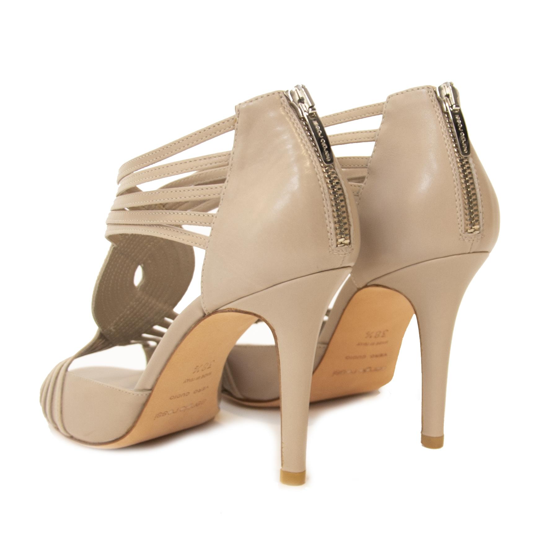 Buy authentic shoes Sergio Rossi Sandals in Beige at the right price at LabelLOV vintage webshop. Safe and secure online shopping. Koop authentieke tweedehands Sergio Rossi sandalen aan de juiste prijs bij LabelLOV webshop in Antwerpen.