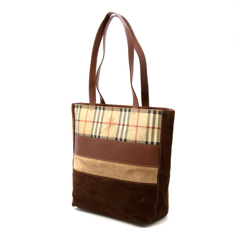 Vintage Burberry brown tote bag for the best price at Labellov webshop. Safe and secure online shopping with 100% authenticity. Vintage Burberry brun sac à epaule pour le meilleur prix.