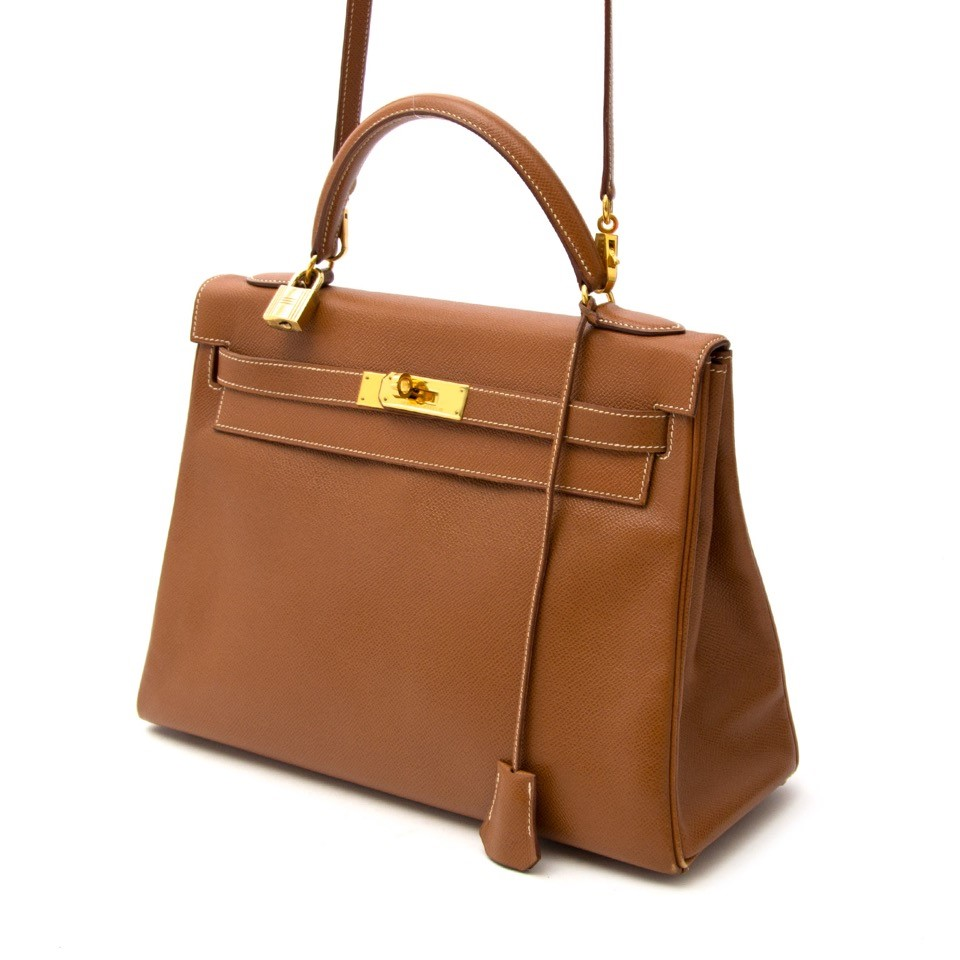 Vintage Hermès Kelly 32 bag for the best price at Labellov webshop. Safe and secure online shopping with 100% authenticity. Vintage Hermès Kelly 32 bag pour le meilleur prix.