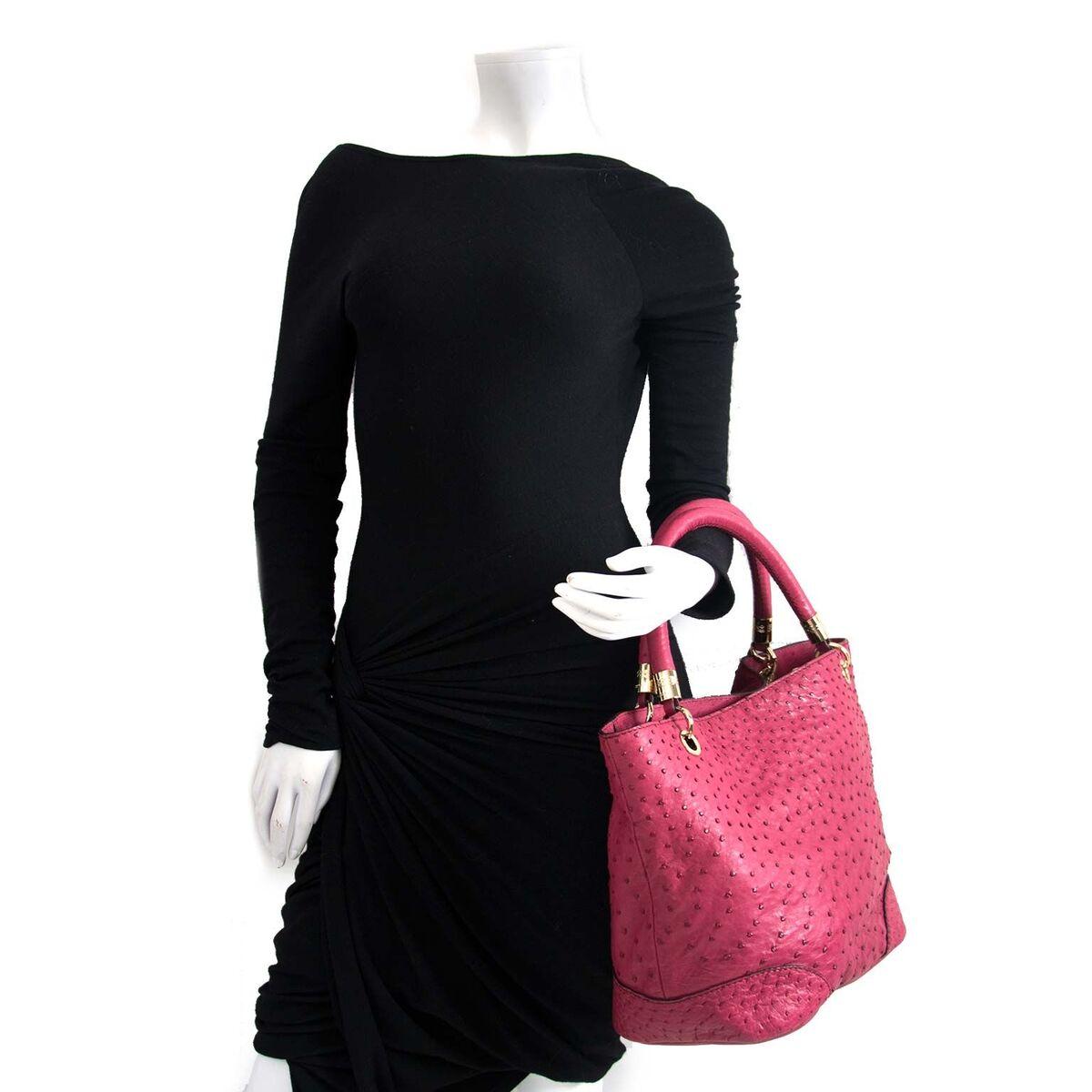 Koop authentieke tweedehands Lancel tas in donkerroze leder aan een eerlijke prijs bij LabelLOV. Veilig online shoppen.