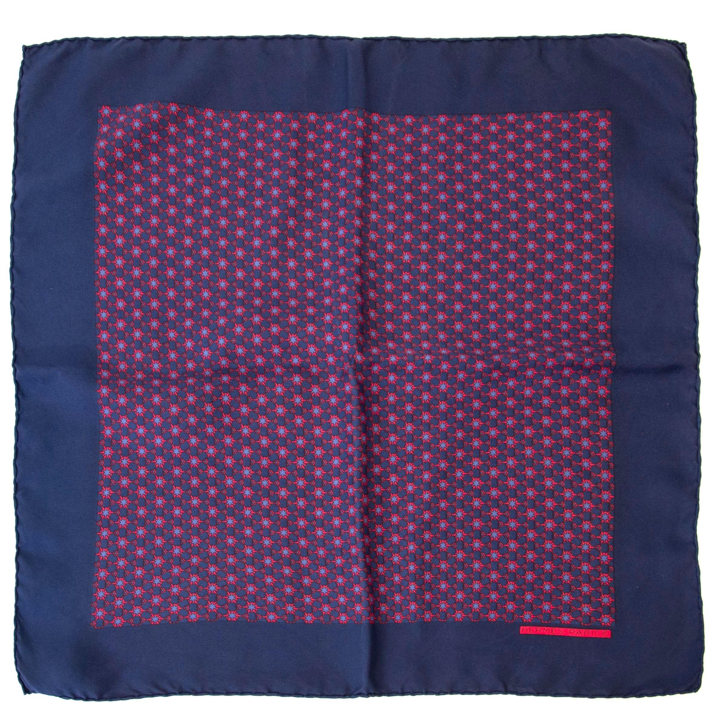 Koop authentieke Hermès sjaals online bij Labellov vintage fashion webshop aan de laagste prijs.