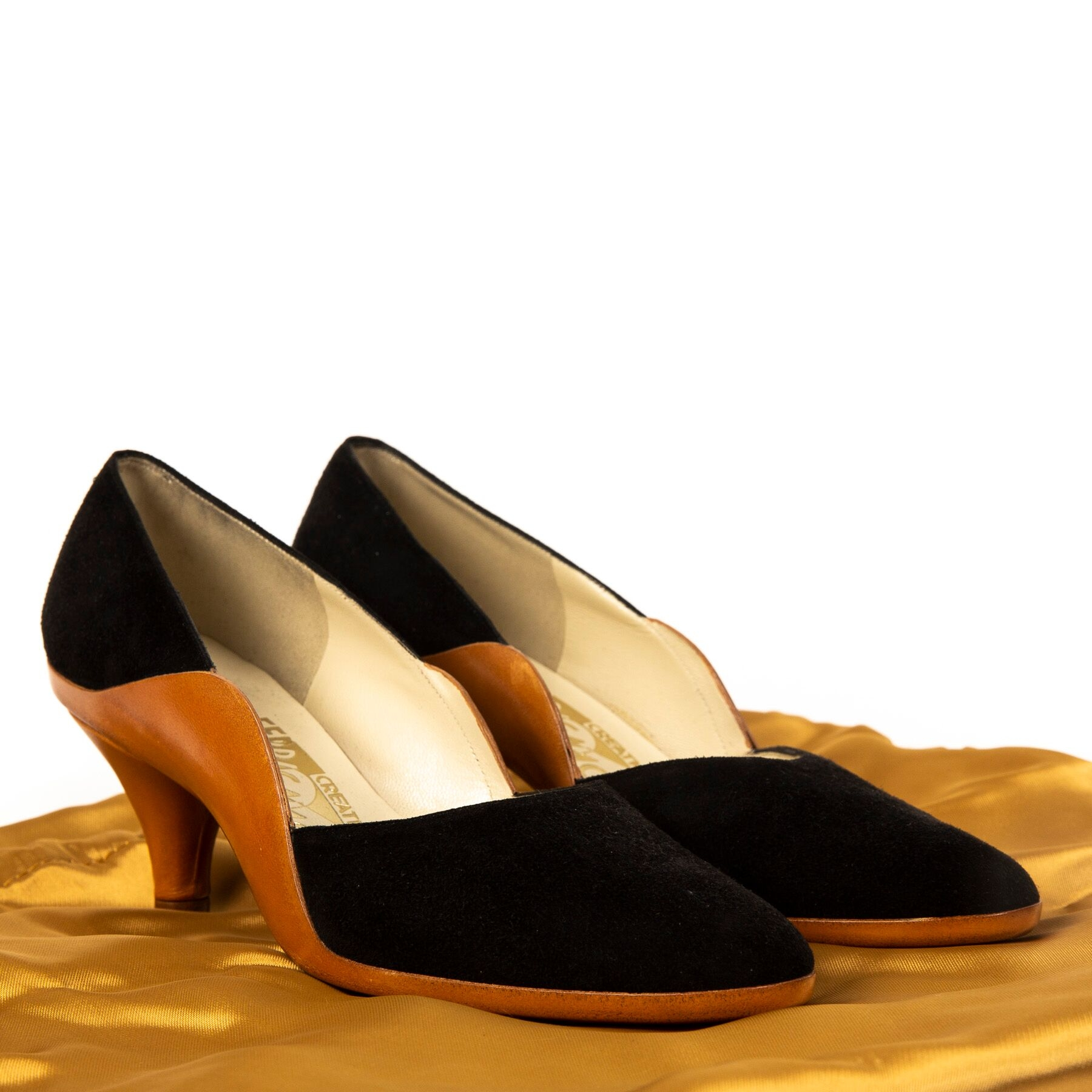 Buy authentic secondhand Salvatore Farragamo pumps at Labellov vintage webshop for the lowest price