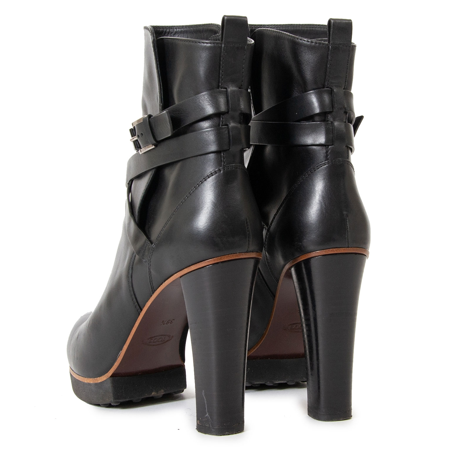 tod's black leather heeled boots now for sale at labellov vintage fashion webshop belgium