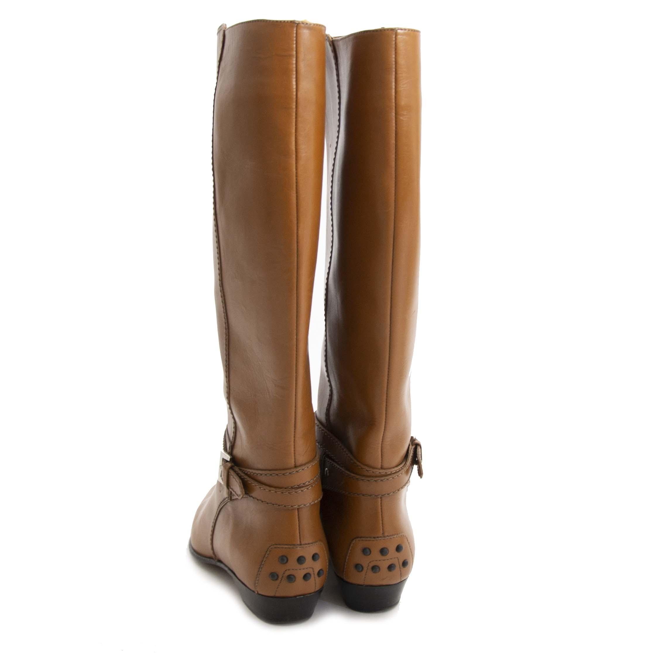 Tod's Brown Boots - 37 For the best price at LabelLov. Pour le meilleur prix à LabelLOV. Voor de beste prijs bij LabelLOV.