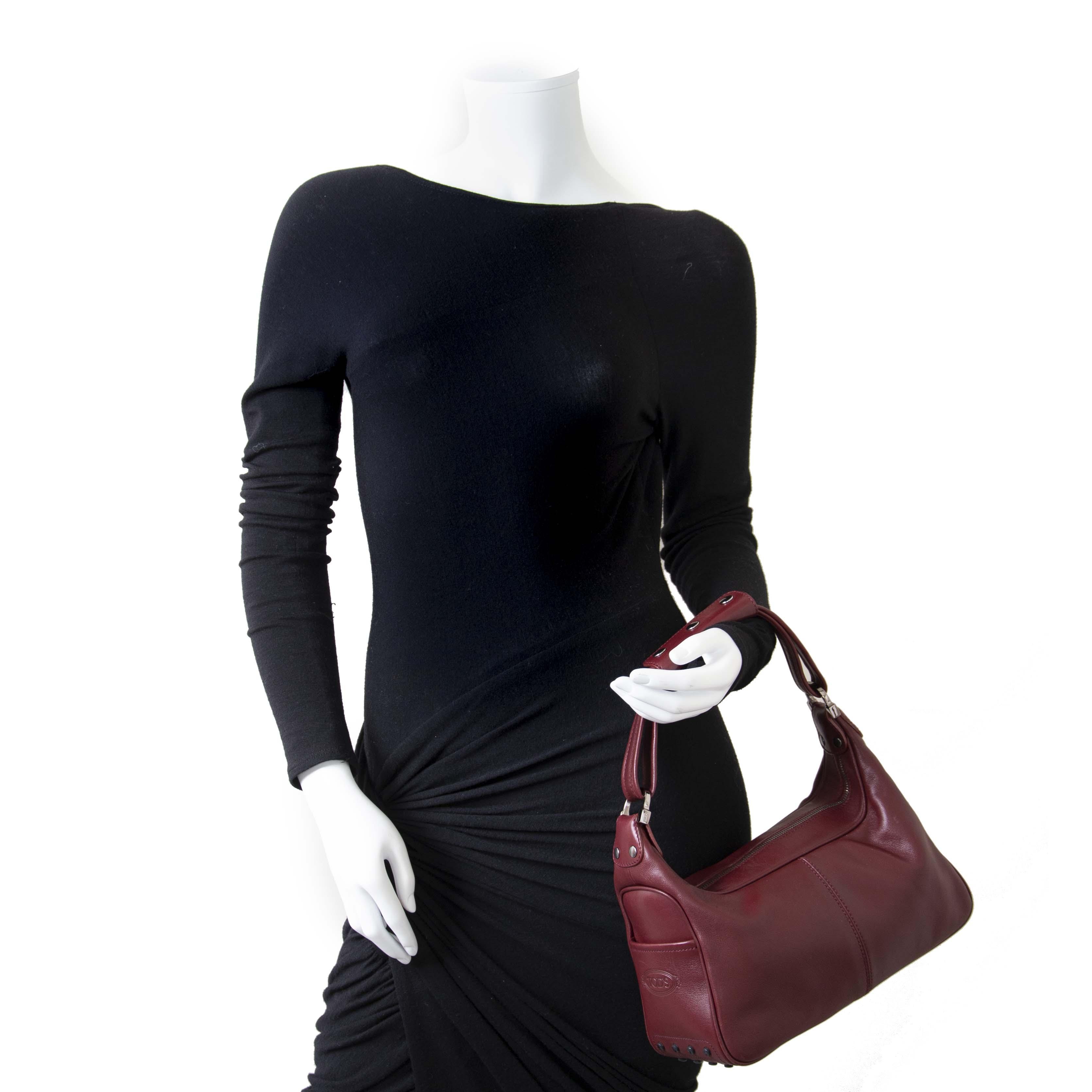 Koop en verkoop uw authentieke designer handtassen en accessoires online bij Labellov