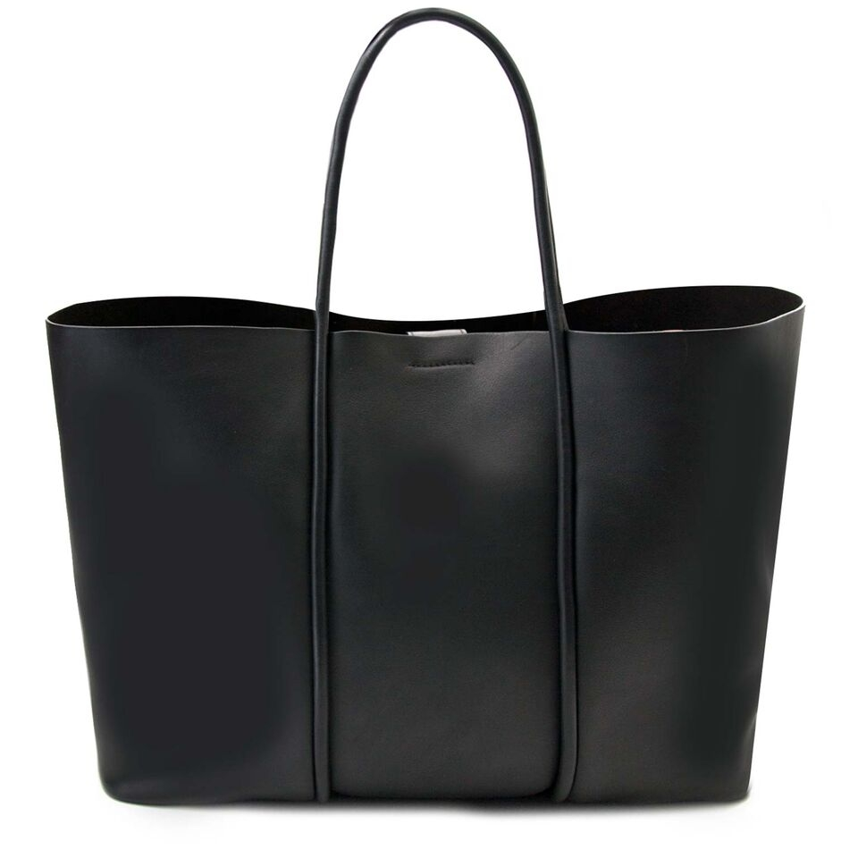 buy secondhand authentic Tom Ford Calfskin Tubo Horizontal Tote Bag for less at Labellov, online vintage webshop. Safe and secure shopping.