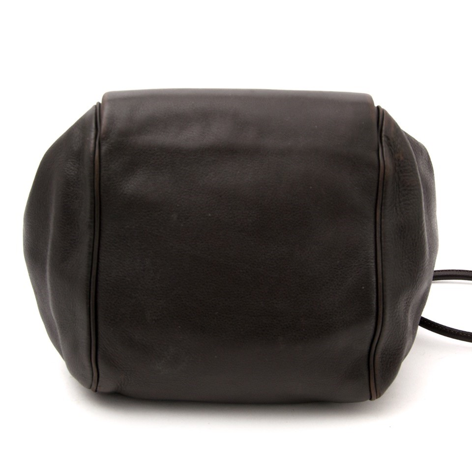 Vintage Delvaux brown shoulder bag for the best price at Labellov webshop. Safe and secure online shopping with 100% authenticity. Vintage Delvaux brun sac à epaule pour le meilleur prix.