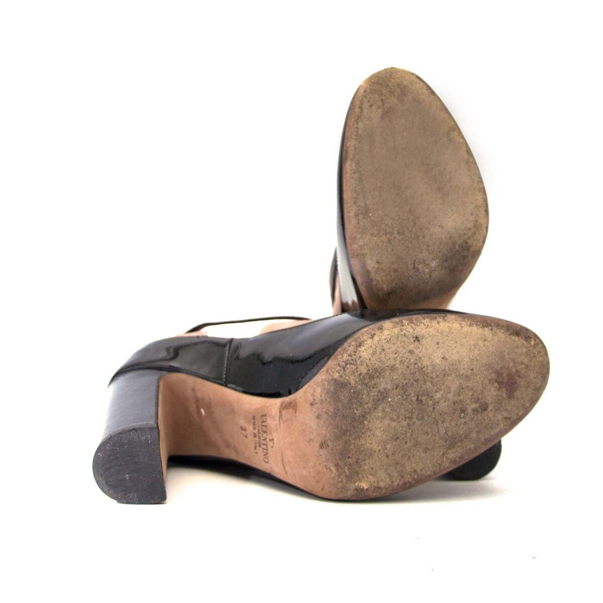Koop authentieke tweedehands Valentino hakken aan een eerlijke prijs bij LabelLOV. Veilig online shoppen.