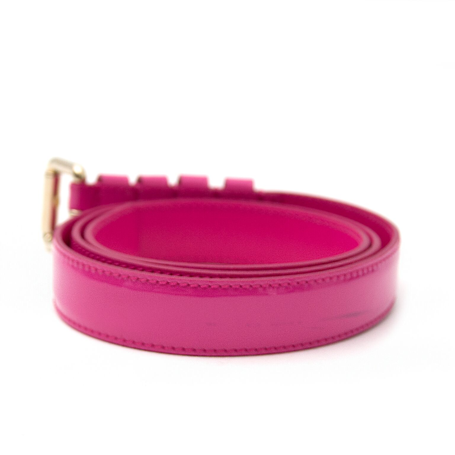 buy now a beautiful belt from versace on labellov.com