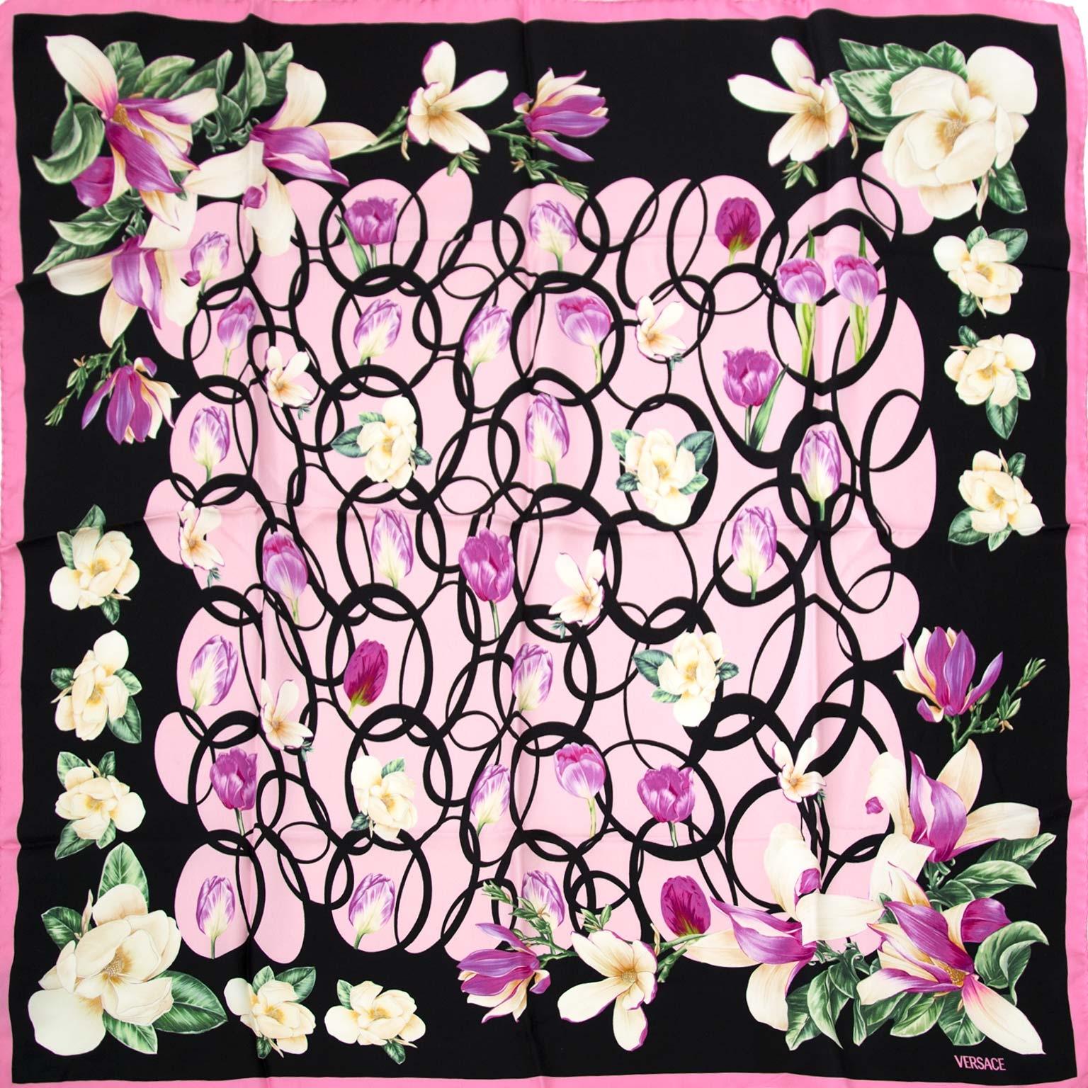 koop authentieke tweedehands Versace sjaals bij Labellov vintage fashion webshop antwerpen belgië