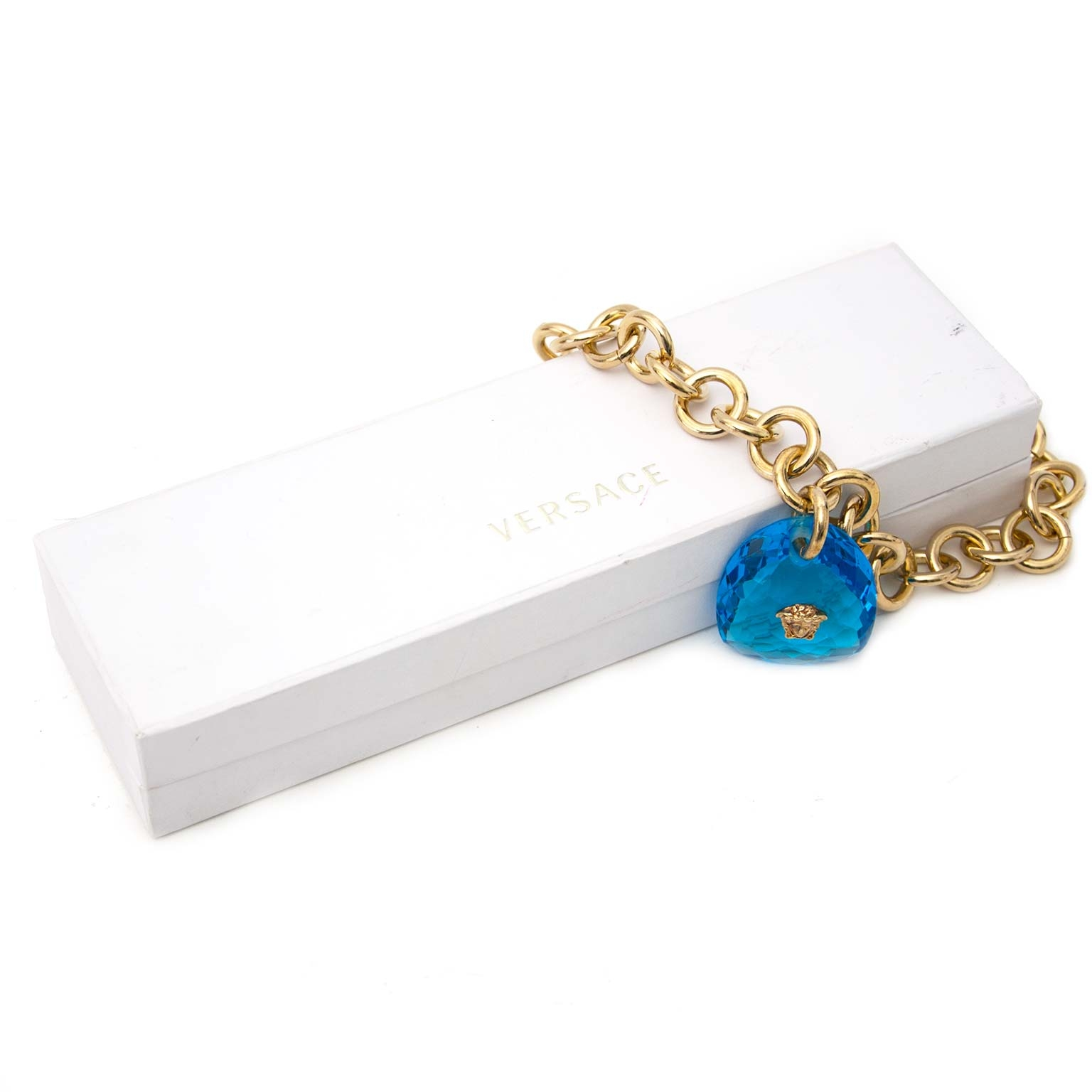Versace Gold Chain Blue Stone Medusa Necklace Buy authentic designer versace secondhand necklaces jewelry at Labellov at the best price. Safe and secure shopping. Koop tweedehands authentieke Versace halsketting bij designer webwinkel labellov.