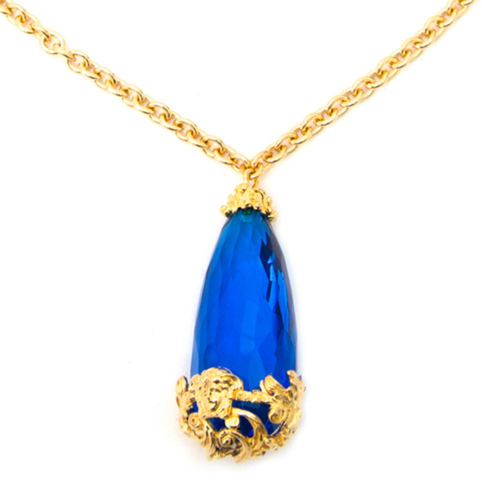 Versace Blue Stone Gold Chain Necklace Buy authentic designer Versace secondhand jewellery at Labellov at the best price. Safe and secure shopping. Koop tweedehands authentieke Versace juwelen bij designer webwinkel labellov.