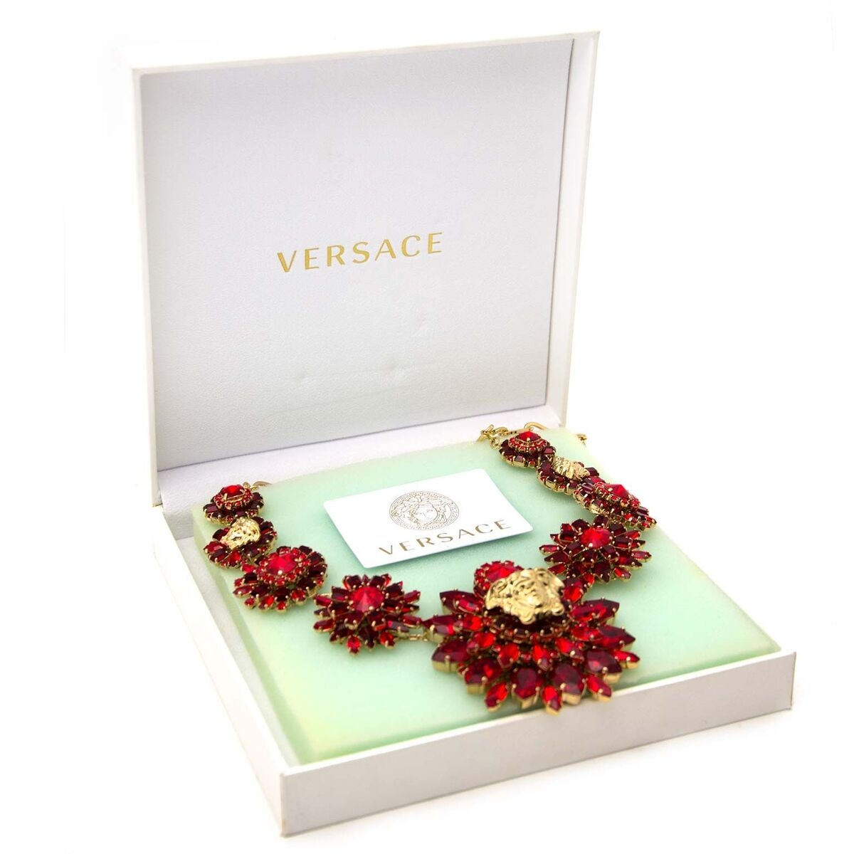 Koop authentieke tweedehands Versace necklace aan een eerlijke prijs bij LabelLOV. Veilig online shoppen.