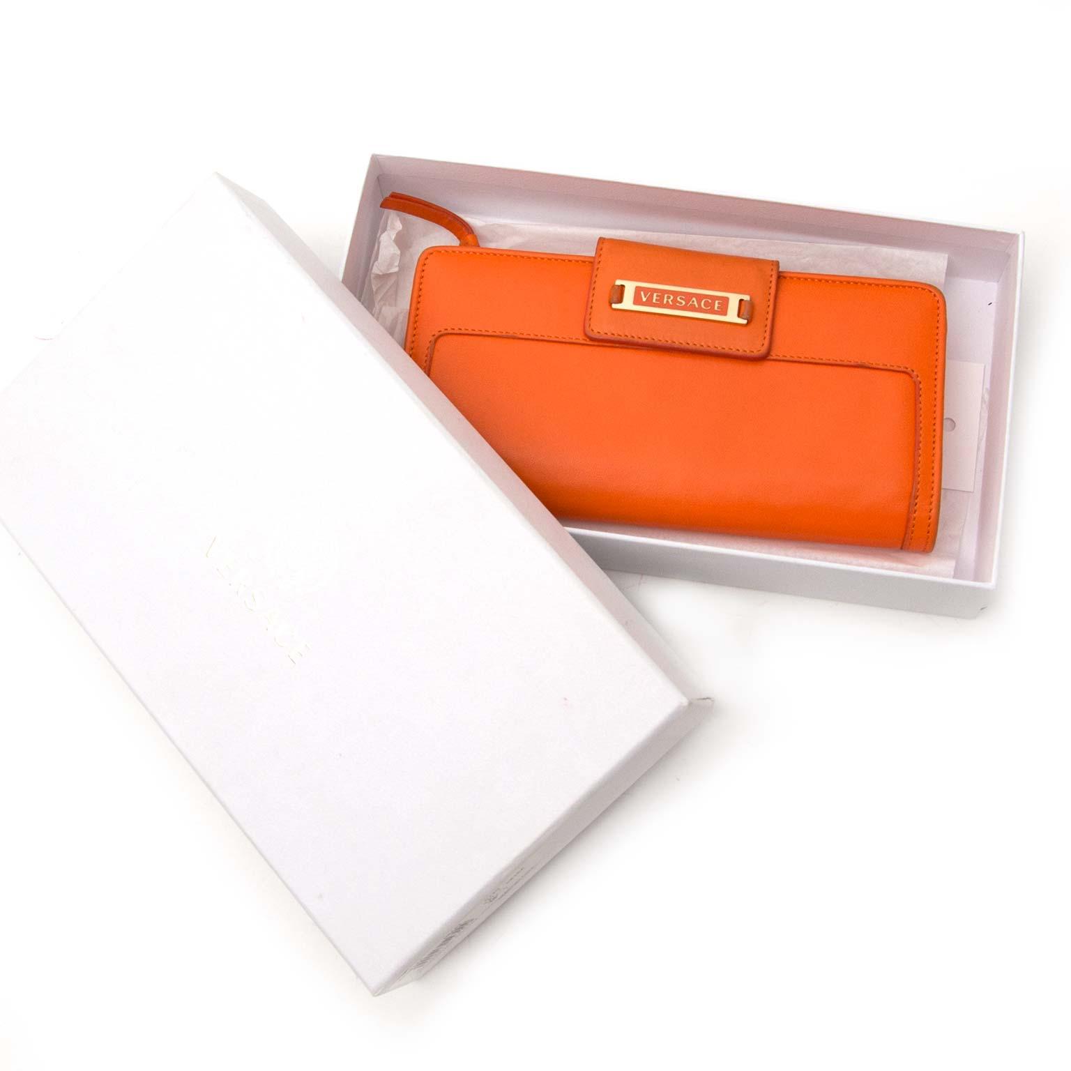 acheter en ligne secone main Versace Orange Lambskin Wallet