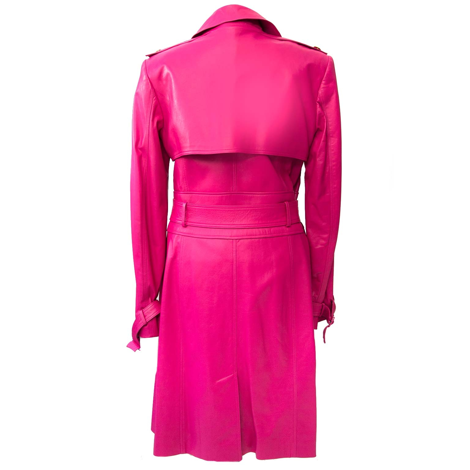 Versace Pink Limited 2011 Medusa Leather Trench - Size 46 (Italian). Buy authentic secondhand Versace coat online at LabelLOV. Koop tweedehands Versace trench jas in de webshop van LabelLOV. Acheter en ligne un limited edition trench de Versace.