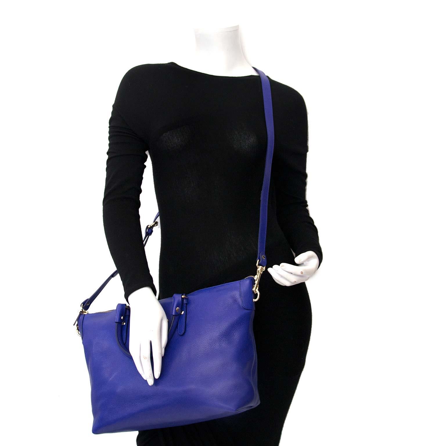 Koop uw authentieke designer handtas van Versace aan de beste prijs bij Labellov