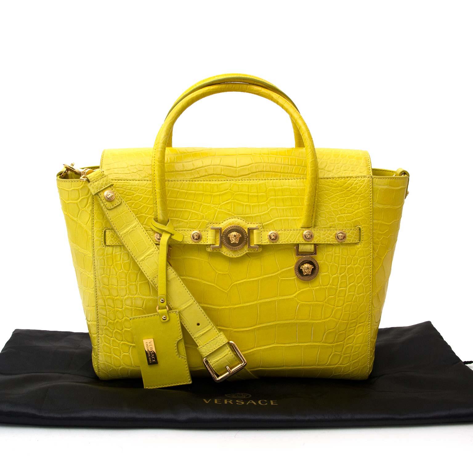 koop veilig online aan de beste prijs *RARE* Versace signature alligator yellow tote bag
