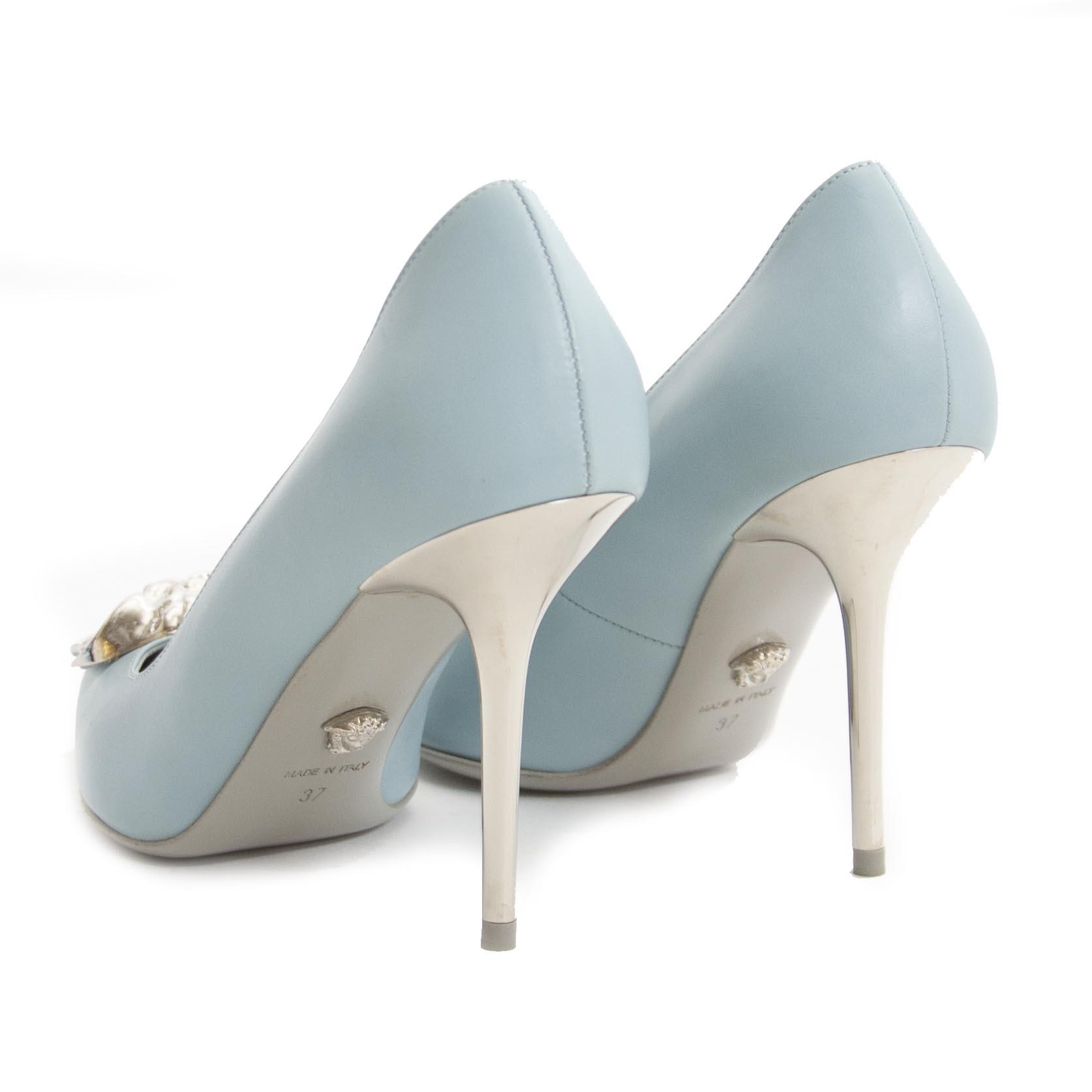 Koop tweedehands Versace Palazzo Medusa pumps bij Labellov. Veilig online winkelen