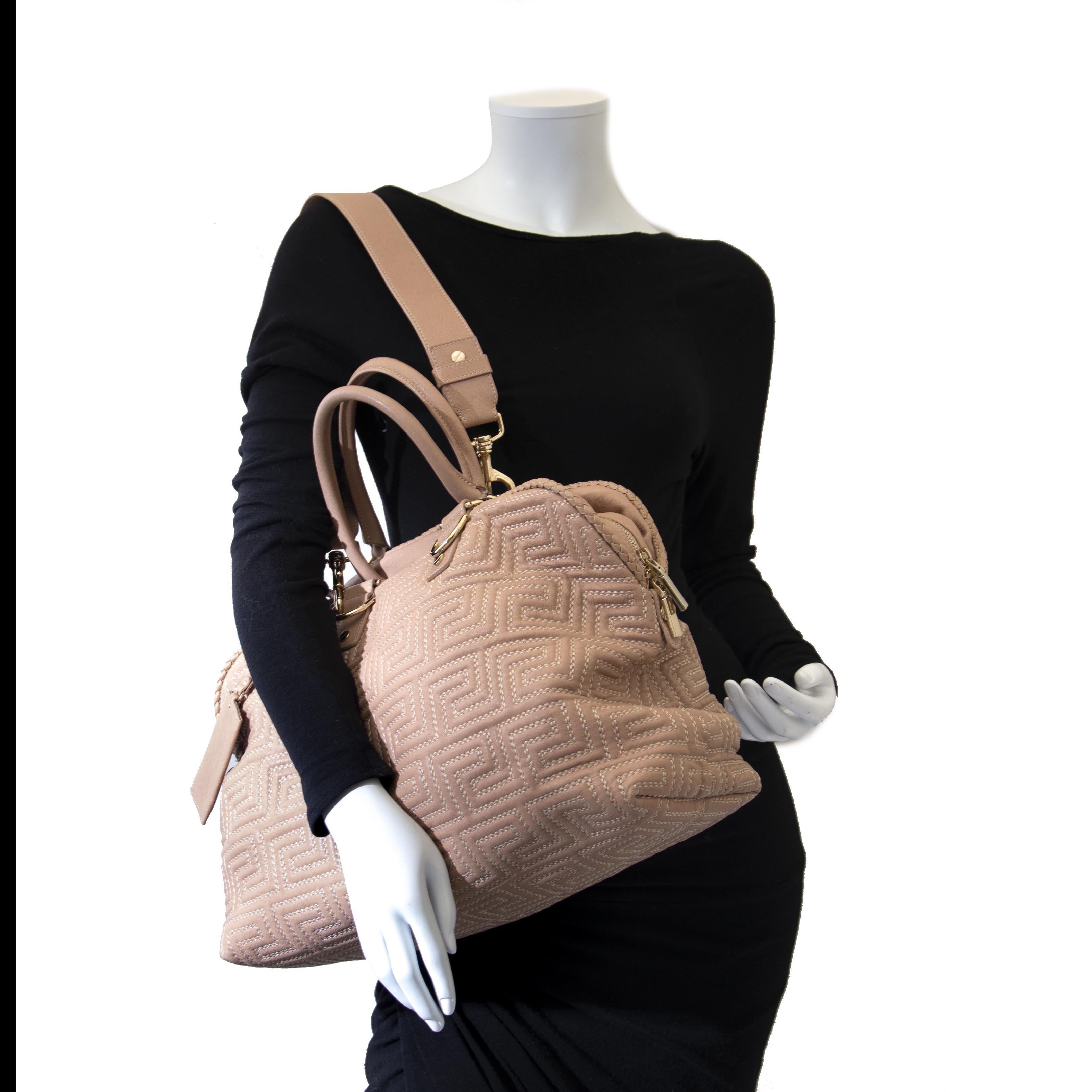 Tweedehands roze Versace handtas bij Labellov. Tweedehands handtassen van designermerken