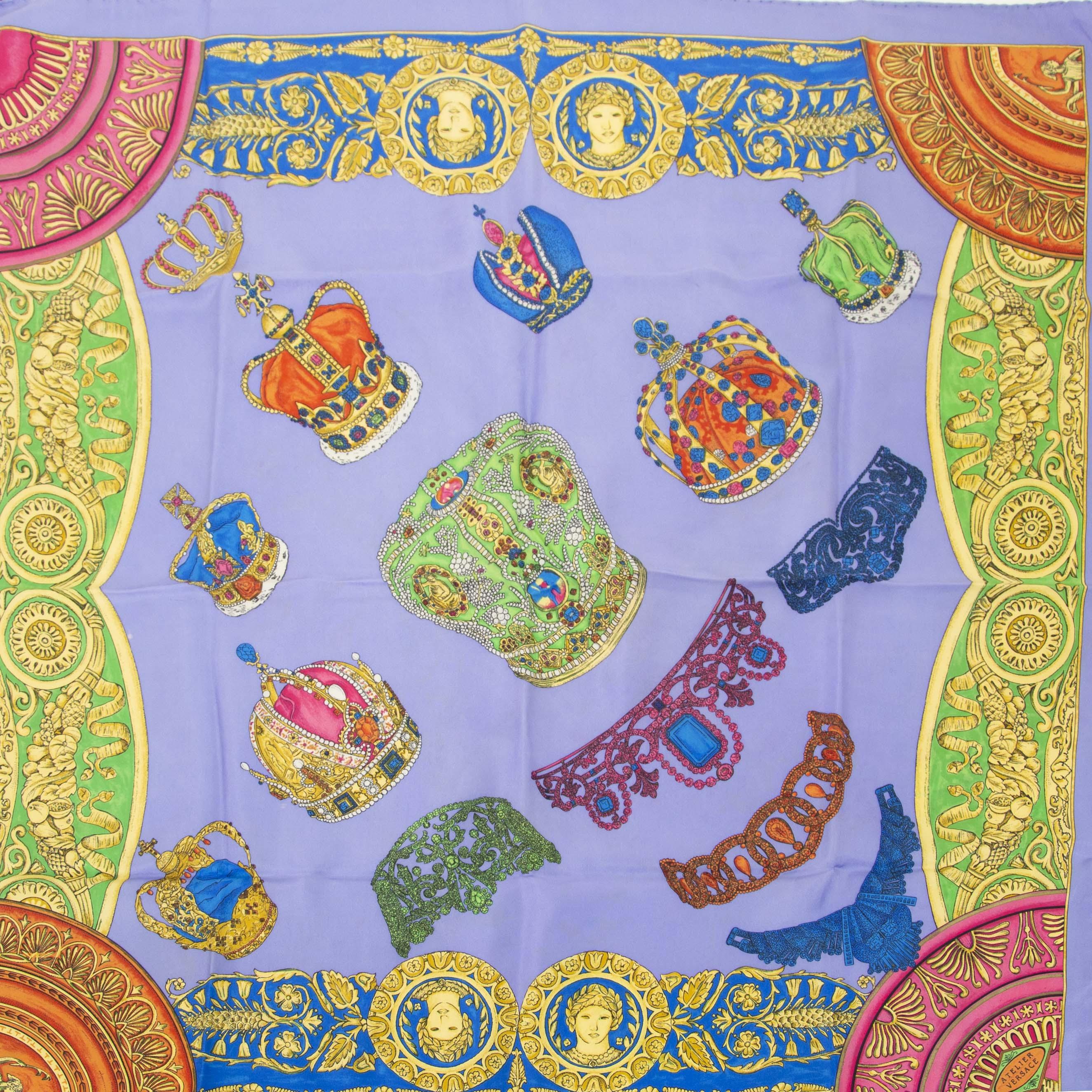 Authentieke tweedehands Versace scarf Lilac Medusa print shop online LabelLOV
