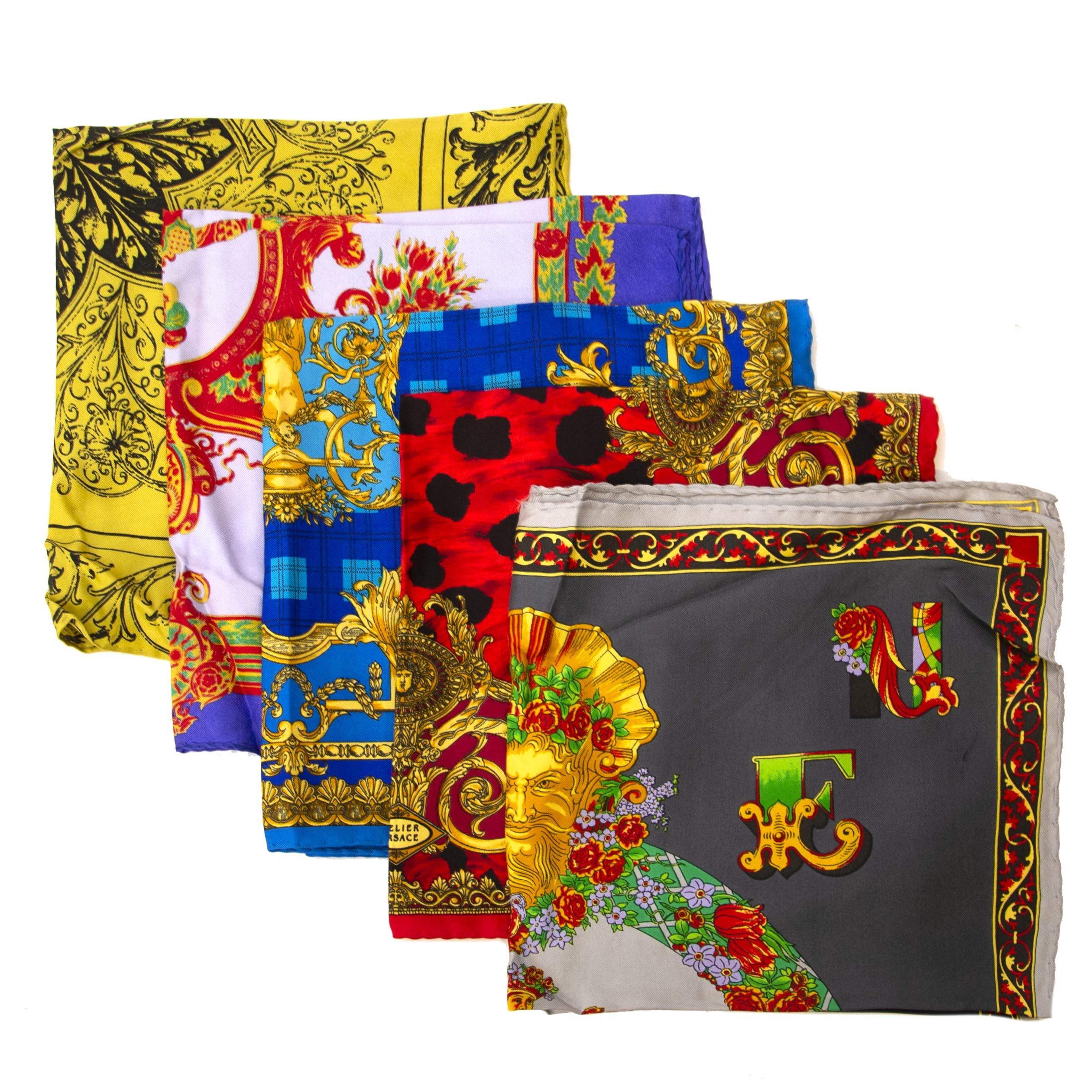 Koop tweedehands Versace sjaals aan de juiste prijs bij LabelLOV vintage webshop.