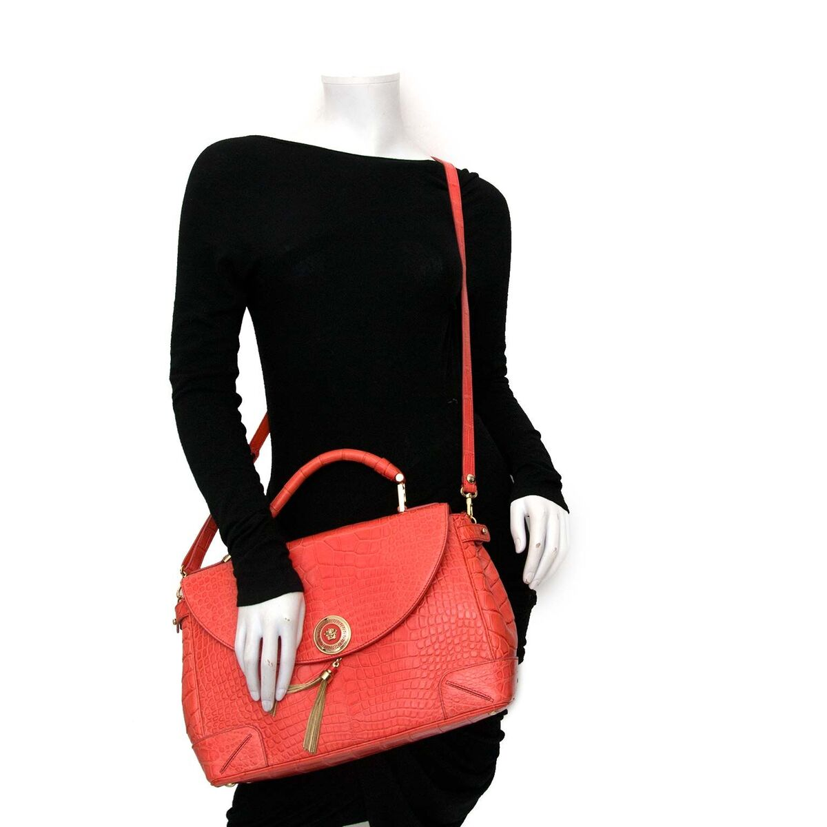 021a046f39 ... Koop authentieke tweedehands Versace Orange Croco Flap Bag aan een  eerlijke prijs bij LabelLOV. Veilig
