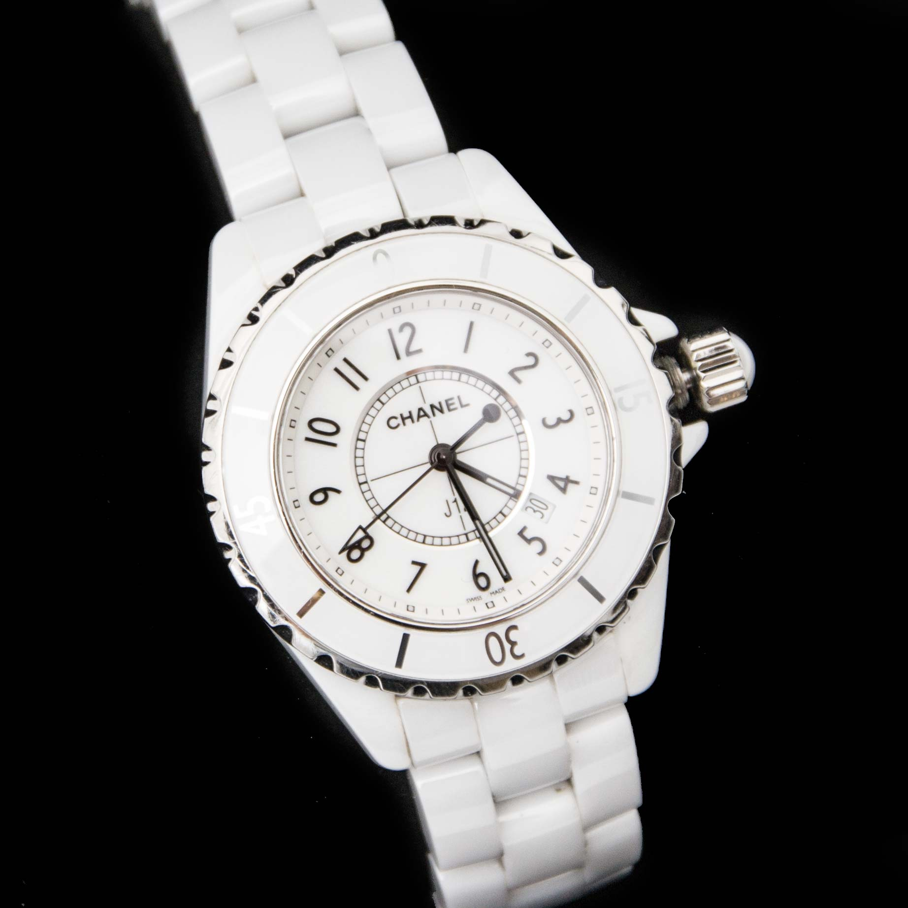 Buy safe and secure online at labellov.com for the best price chanel watch j12 33MM Ceramic white