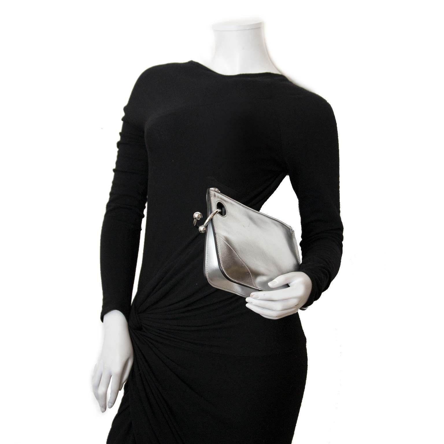 koop authentieke jw anderson zilver pierce clutchen nu online bij labellov vintage mode webshop belgië