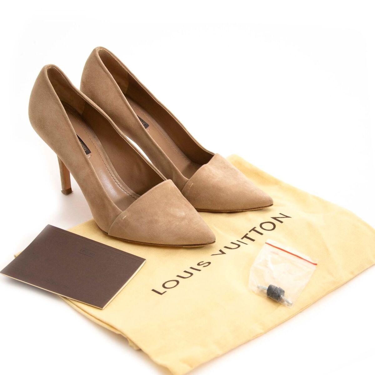 Koop tweedehands Louis Vuitton schoenen bij Labellov. Veilig online winkelen voor een eerlijke prijs.