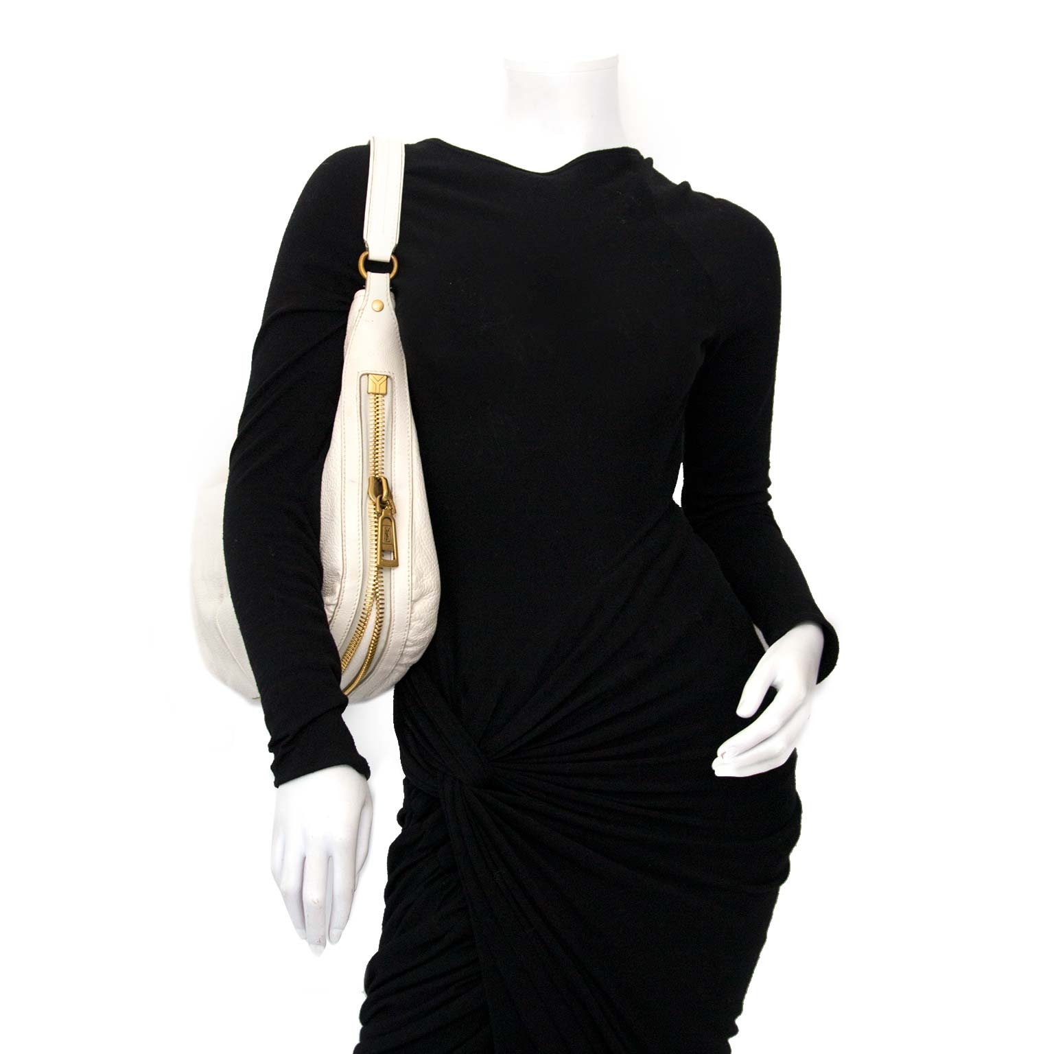 Yves Saint Laurent White Caviar Leather Hobo Bag Buy authentic designer Yves Saint Laurent YSL secondhand bags at Labellov at the best price. Safe and secure shopping. Koop tweedehands authentieke Yves Saint Laurent tassen bij designer webwinkel labellov
