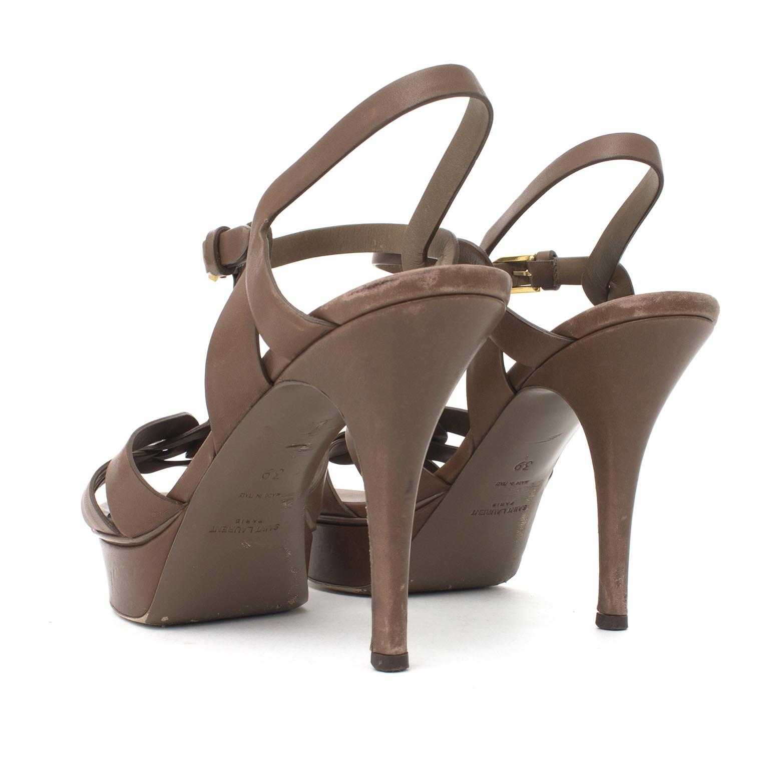 Koop en verkoop uw Yves Saint Laurent Tribute Sandals aan de beste prijs bij Labellov Antwerpen tweedehands