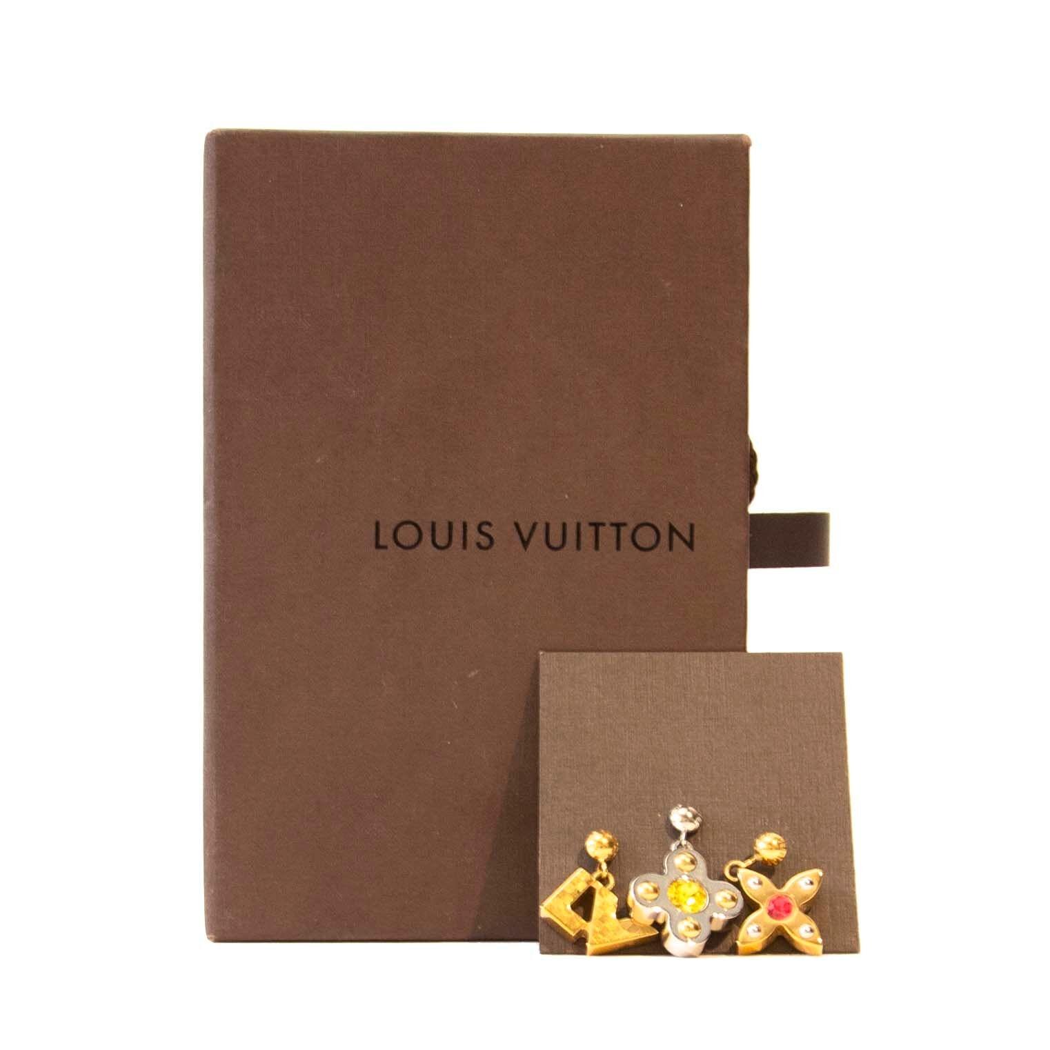 Koop authentieke oorbellen van Louis Vuitton aan de juiste prijs bij LabelLOV vintage webshop.